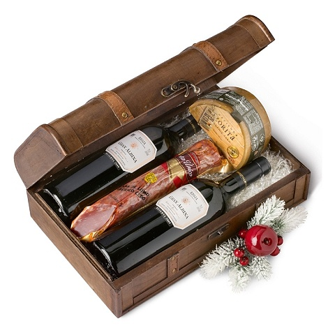 Gourmand Christmas: wine, cheese and cured pork